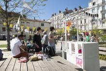 Design-themed brunch in the public garden of rue de la République, International Biennial of Design, Saint Etienne, April 2017/ ©j.bescos_a.caunes