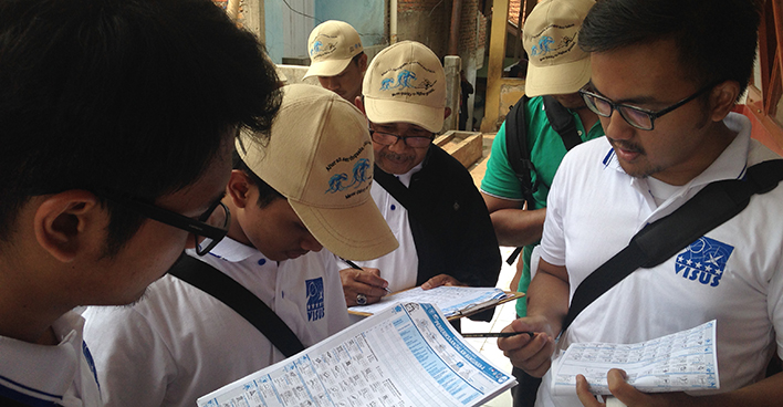 Students and engineers learn to assess the safety of schools using the VISUS Methodology in Indonesia