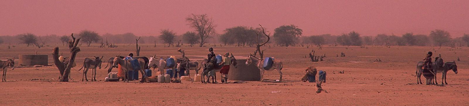 Transporting water © UNESCO/Giorgio Faedo