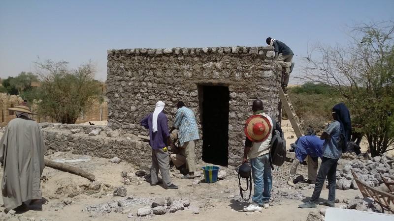 Reconstruction of the Ben Amar Mausoleum, Timbuktu, April 2015 / © UNESCO-Mamadou Kone