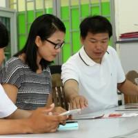 Prum Chanlang enlists the help of a BEEP teacher in Phnom Penh