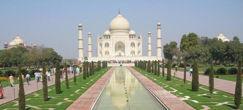 Le Taj Mahal, immense mausolée construit entre 1631 et 1648 à Agra, Inde